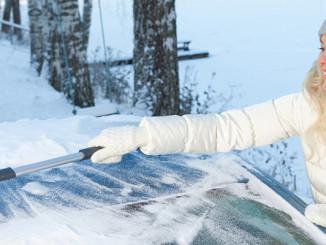 Eiskratzen und Schneeschaufeln am Auto - Kungs weiß wie es geht