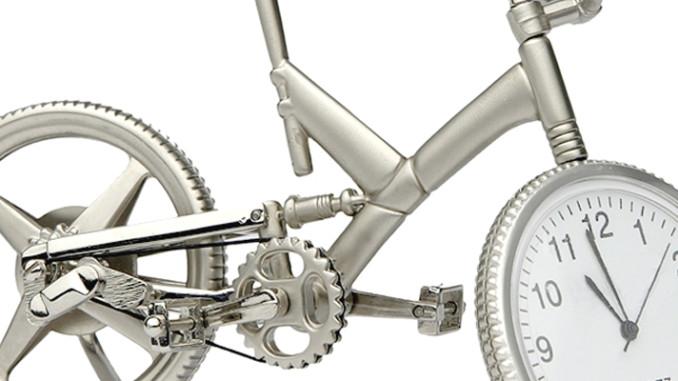 Werbung | Fahrrad-Tischuhr Mountainbike – Die Zeit im Reifen