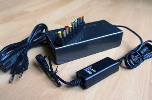 Universal 19V Notebook Adapter 90W mit USB-Hub Lieferumfang