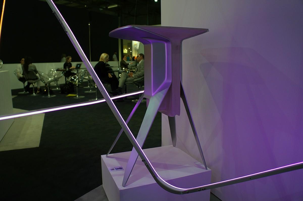Ford auf dem Salone del Mobile in Mailand – Ausstellungstücke im Stil des Ford GT
