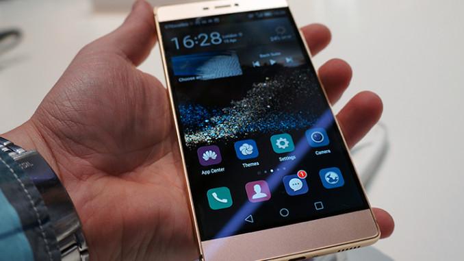 Huawei P8 in der Hand