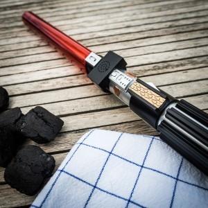Star Wars Grillzange mit Laserschwert Sound –  Mit Jedi und Sith an den Grill