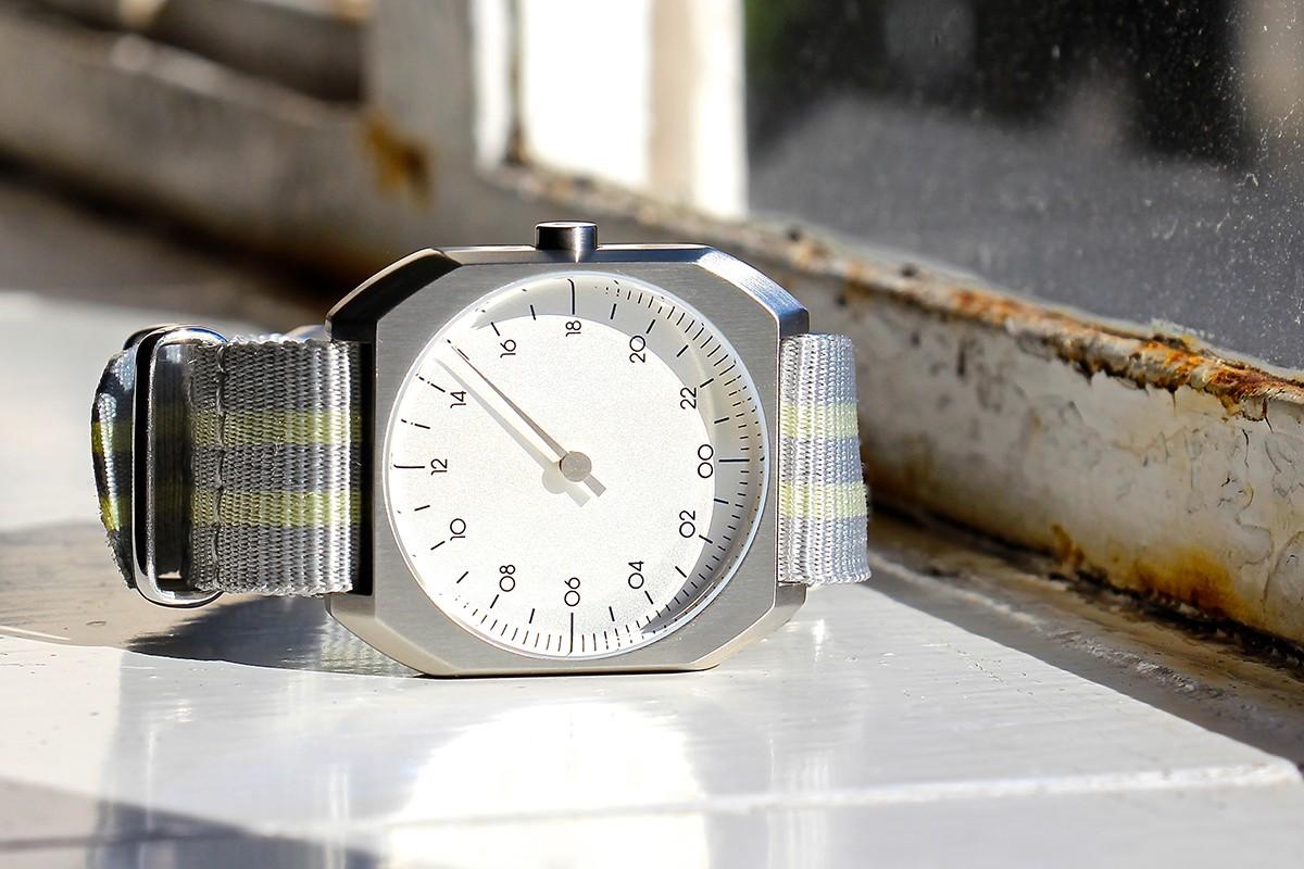 slow watches schweizer armbanduhren mit 24 stunden. Black Bedroom Furniture Sets. Home Design Ideas