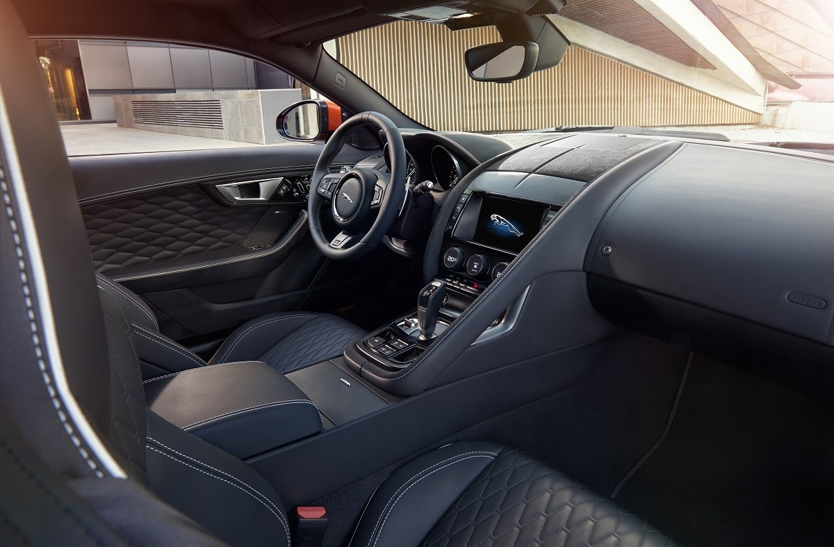 Jaguar-F-Type-SVR-Genf-2016-Trendlupe (2)