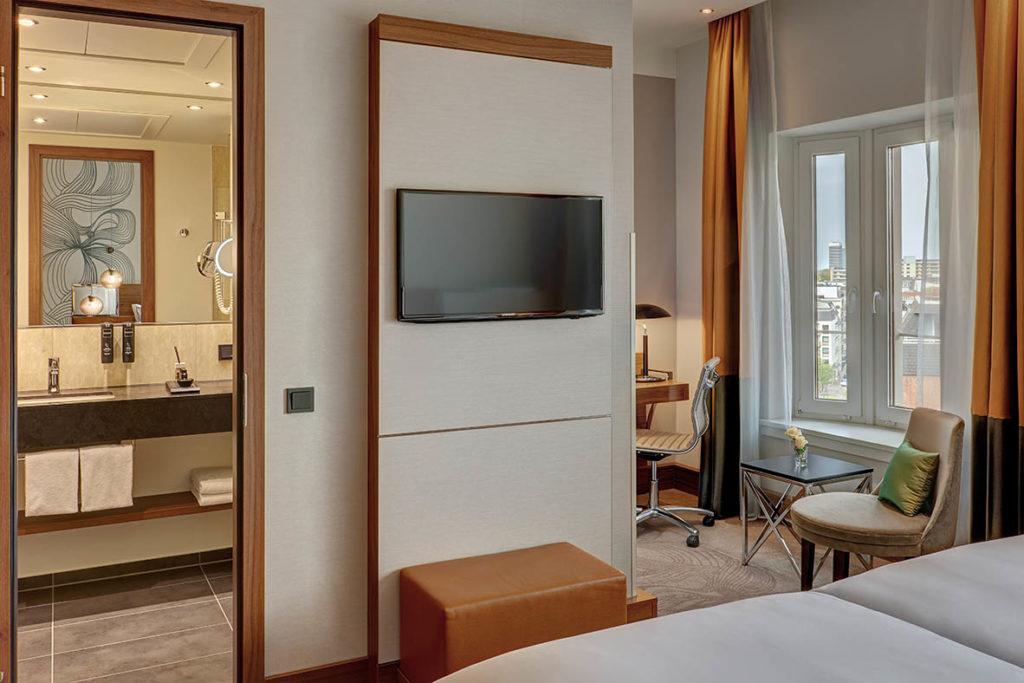 Werbung   Hotel Check: Reichshof Hotel Hamburg
