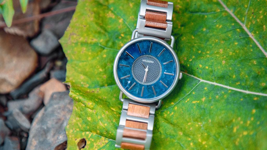 Werbung   Die Polarnacht aufs Handgelenk zaubern – Mit Armbanduhren von Holzkern
