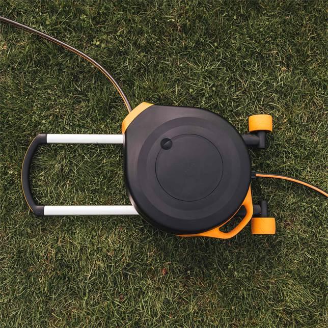 Werbung | Fiskars Schlauchaufroller Waterwheel XL – 360° Drehung für die Blumen