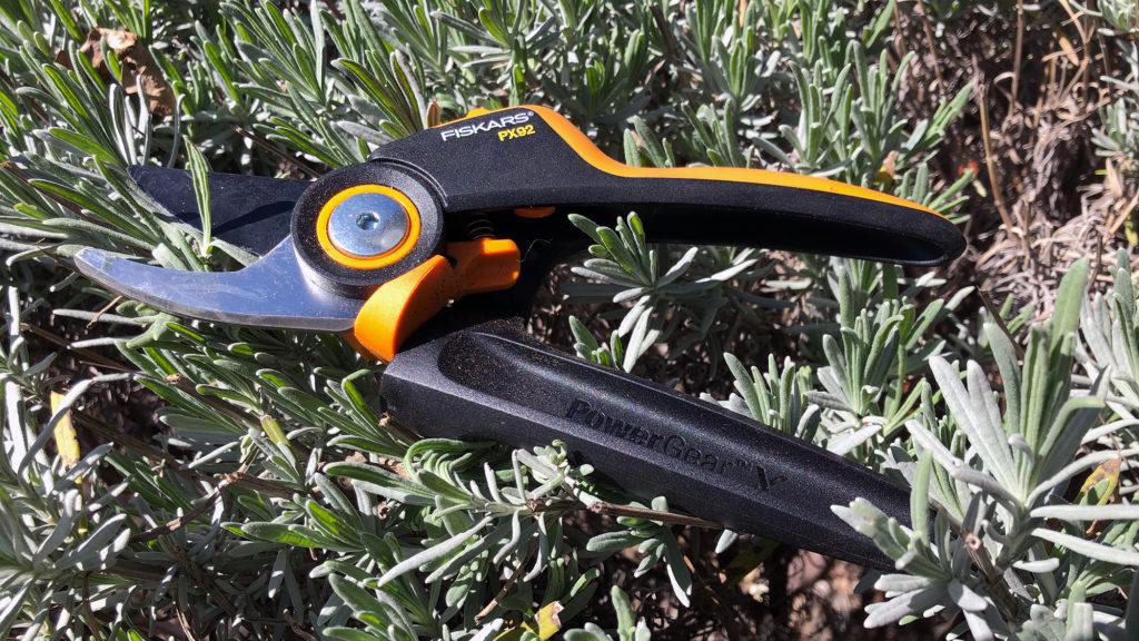 Werbung | Fiskars Gartenschere PowerGear X-Rollgriff PX92 Bypass-Schere für frische Äste, Antihaft