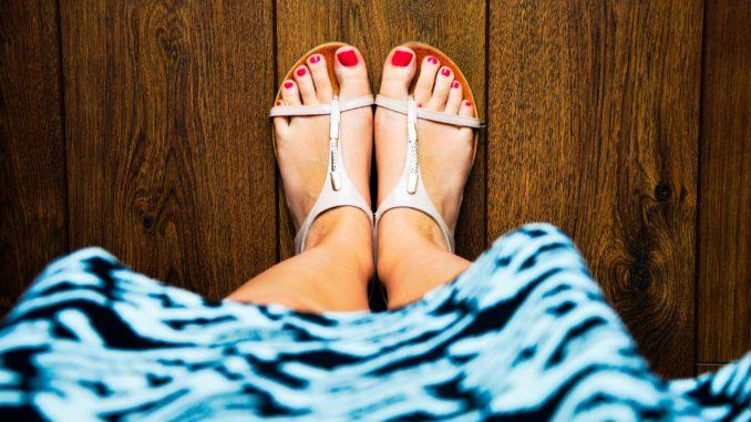 Werbung | Modisch unterwegs im Sommer: Damenschuhe für den perfekten Style