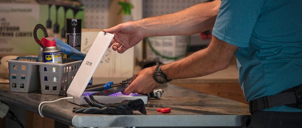InvisibleShield UV-Sanitizer - UV-C-Technologie desinfiziert Smartphones und andere Gegenstände in fünf Minuten