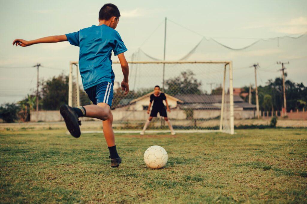 Nachwuchsprobleme im Fußball: Auf dem Platz und vor dem Fernseher