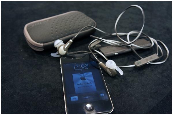 Bose SoundLink Mini & QuitComfort 20 Acoustic Noise Cancelling Headphones
