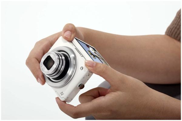 Werbung | WLAN-Kompaktkamera mit Klapp-Touchscreen – Die neue Canon Powershot N