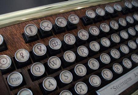 Werbung   Tastatur für Alchemisten und Harry Potter Fans – Datamancer Alchemist Keyboard